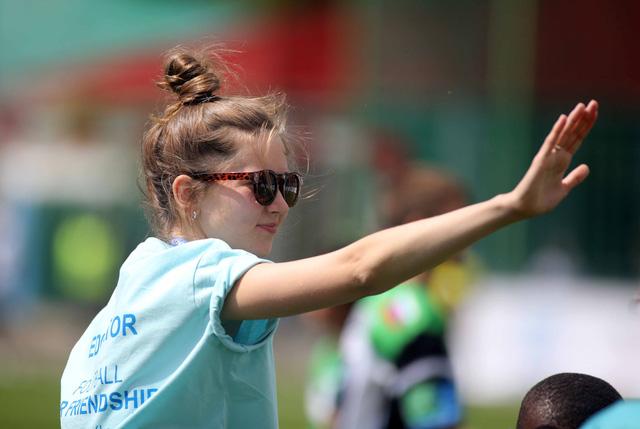 World Cup 2018 bắt đầu nóng với những cô gái Nga xinh đẹp - Ảnh 10.