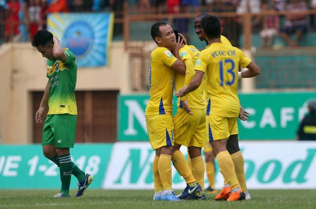 Trợ lý trọng tài mắc sai lầm, SHB Đà Nẵng thua oan Thanh Hóa - Ảnh 4.