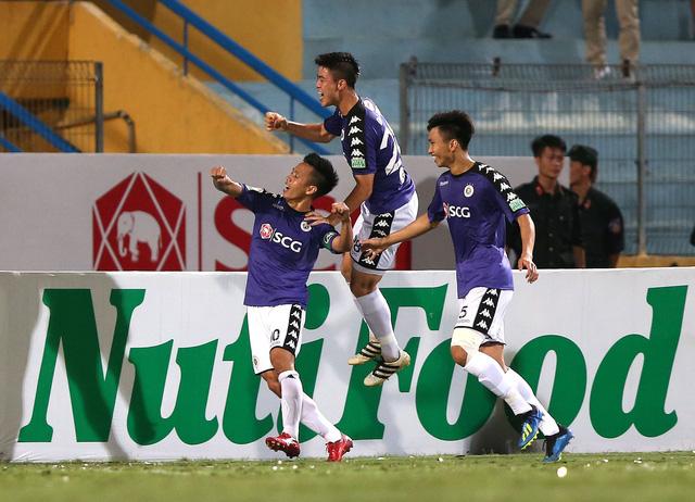 Thắng Than Quảng Ninh 4-1, Hà Nội không có đối thủ sau lượt đi - Ảnh 1.