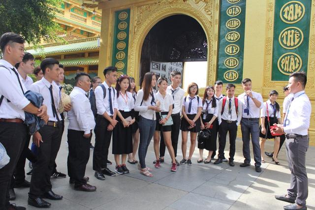 Trường Trung cấp Việt Giao tư vấn tuyển sinh vào lớp 10 - Ảnh 1.