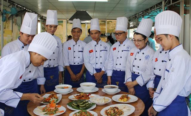 Trường Trung cấp Việt Giao tư vấn tuyển sinh vào lớp 10 - Ảnh 2.