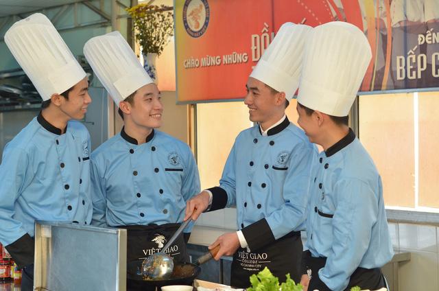 Trung cấp Việt Giao tuyển sinh ngành có nhu cầu nhân lực cao - Ảnh 2.