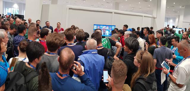 Vừa khai mạc World Cup, FIFA đã khiến phóng viên nổi giận - Ảnh 2.