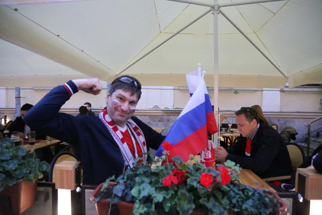 Cảm xúc trái ngược của CĐV Nga sau đại thắng ở World Cup - Ảnh 11.