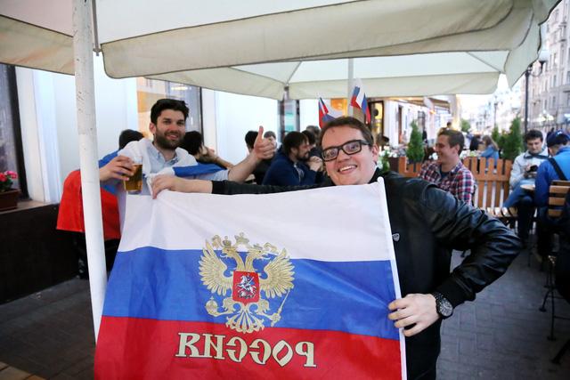 Cảm xúc trái ngược của CĐV Nga sau đại thắng ở World Cup - Ảnh 12.