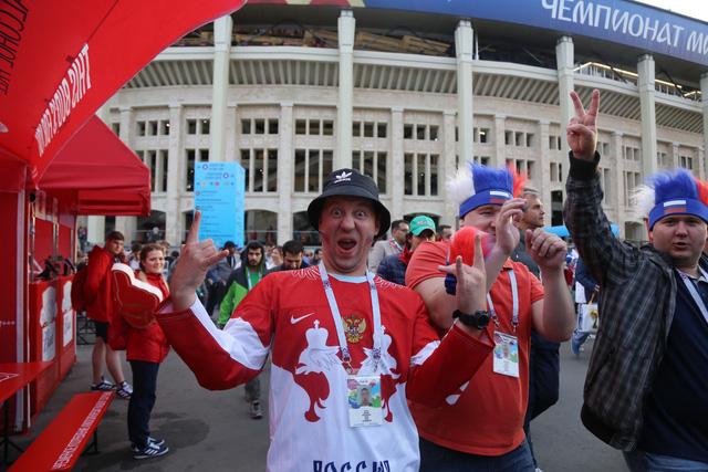 Cảm xúc trái ngược của CĐV Nga sau đại thắng ở World Cup - Ảnh 4.