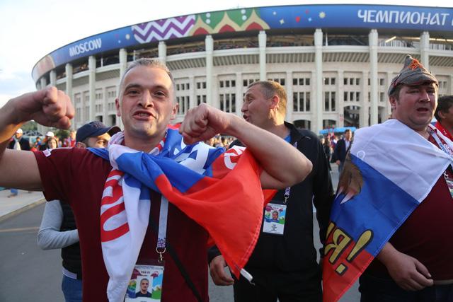 Cảm xúc trái ngược của CĐV Nga sau đại thắng ở World Cup - Ảnh 5.