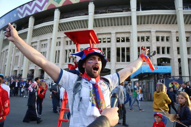 Cảm xúc trái ngược của CĐV Nga sau đại thắng ở World Cup - Ảnh 3.