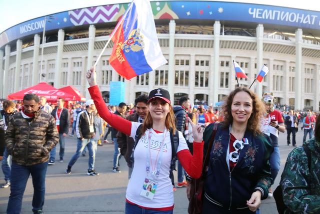 Cảm xúc trái ngược của CĐV Nga sau đại thắng ở World Cup - Ảnh 2.