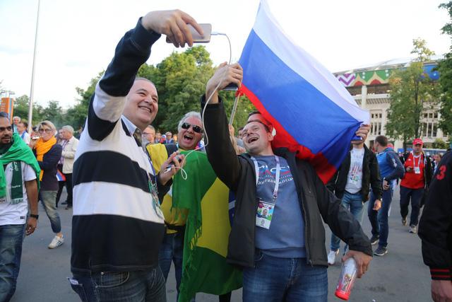 Cảm xúc trái ngược của CĐV Nga sau đại thắng ở World Cup - Ảnh 6.