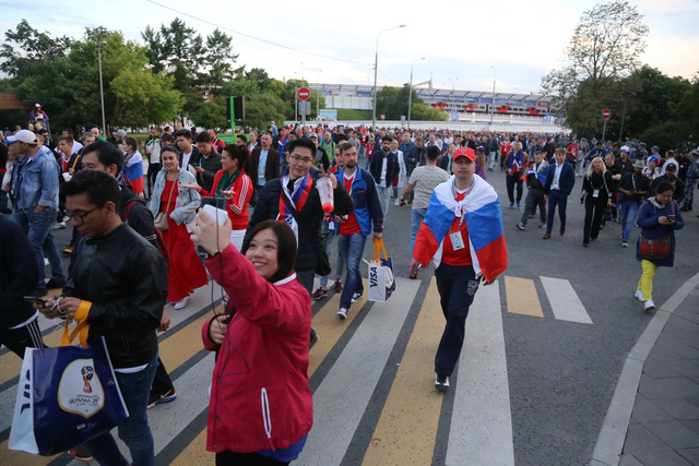 Cảm xúc trái ngược của CĐV Nga sau đại thắng ở World Cup - Ảnh 9.