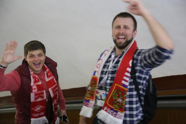 Cảm xúc trái ngược của CĐV Nga sau đại thắng ở World Cup - Ảnh 10.