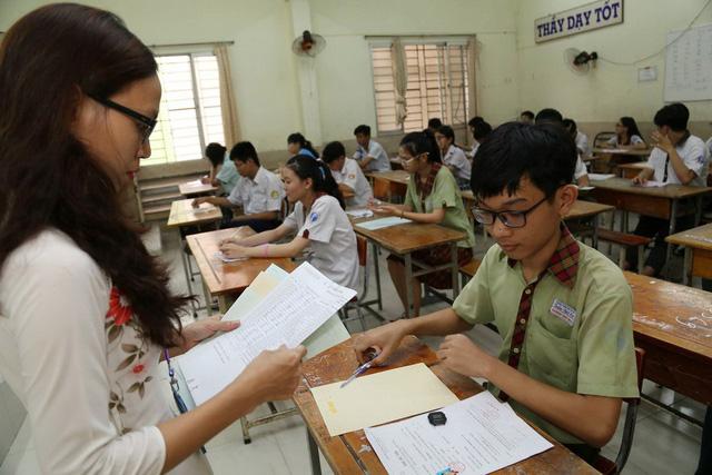 Họp báo tuyển sinh lớp 10 TP.HCM: 256 bài thi toán bị điểm 0 - Ảnh 1.