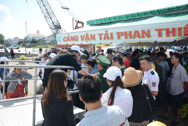 Kết quả hình ảnh cho Thêm chuyến tàu khách đến đảo Phú Quý