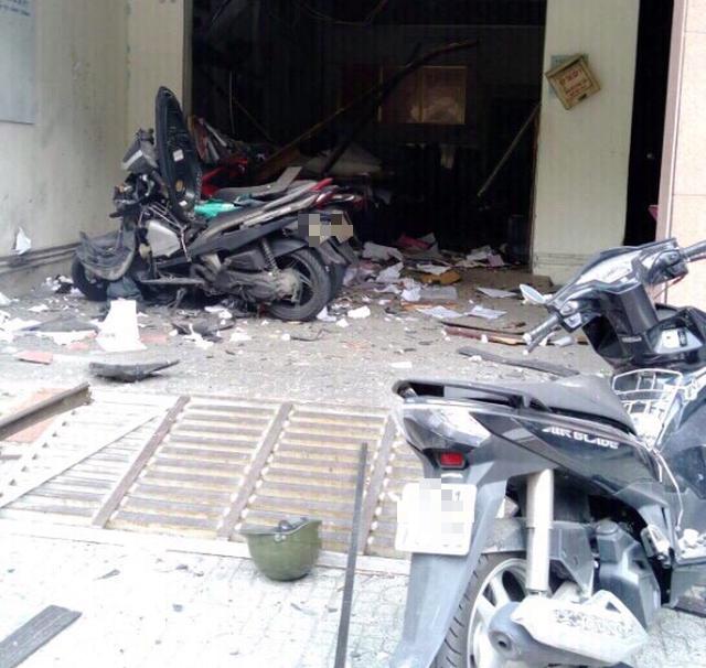 Trích camera 2 người nghi ném vật nổ vào công an phường 12 Tân Bình - Ảnh 2.
