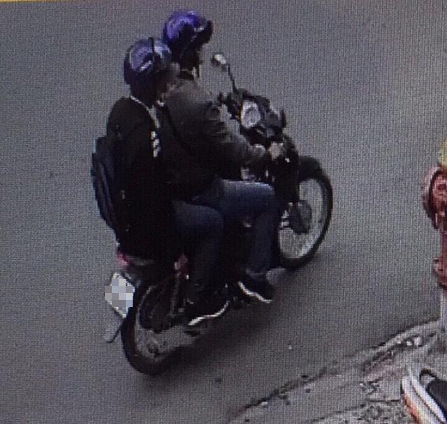 Trích camera 2 người nghi ném vật nổ vào công an phường 12 Tân Bình - Ảnh 3.