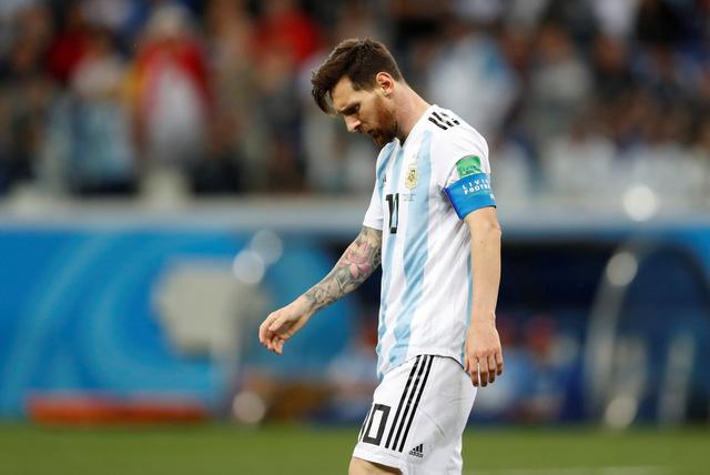 Thêm một HLV chê Messi kém hơn Ronaldo