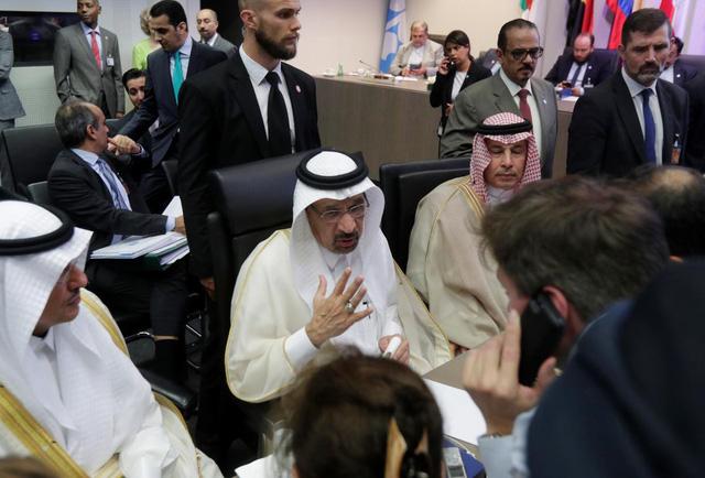 OPEC đạt được thỏa thuận tăng nguồn cung dầu mỏ - Ảnh 1.