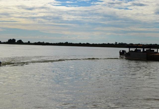 Hai chị em gái chết đuối thương tâm trên sông Thu Bồn - Ảnh 1.