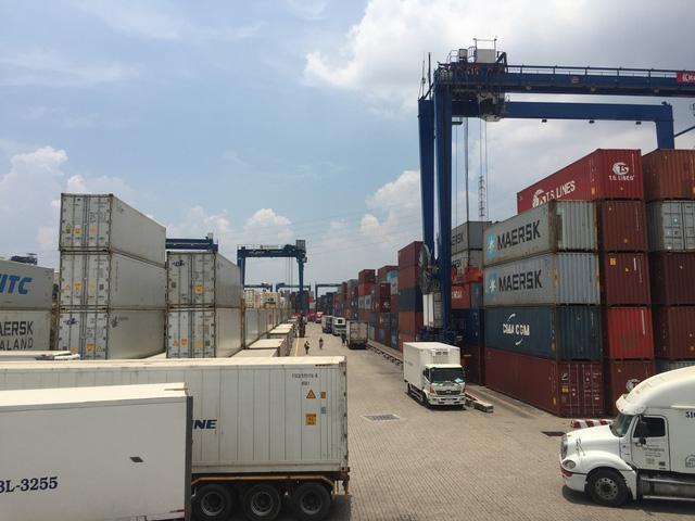 Hải quan muốn trục xuất container phế liệu vô chủ - Ảnh 1.