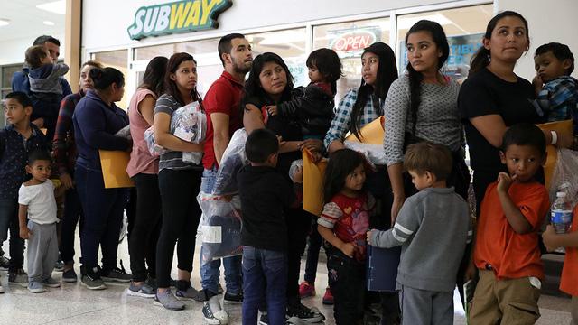 Mỹ tạm nương tay với  người nhập cư - Ảnh 1.