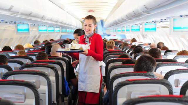 Làm tiếp viên hàng không, nguy cơ ung thư vú tăng 50% - Ảnh 1.