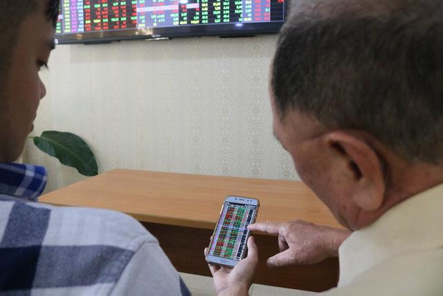 Cổ phiếu PNJ mất 3.100 tỉ từ ngày giá vàng lao dốc - Ảnh 1.