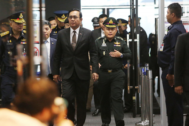 Thủ tướng Thái kêu gọi ông Thaksin quay về nếu 'vô tội' - Ảnh 1.
