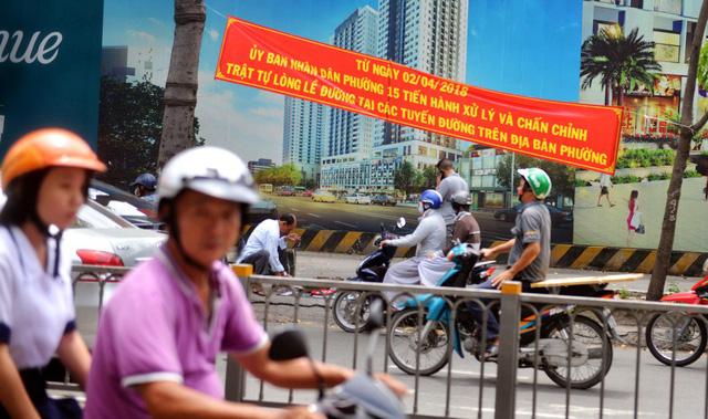 Đường phố Sài Gòn đâu đâu cũng băngrôn, quảng cáo - Ảnh 1.