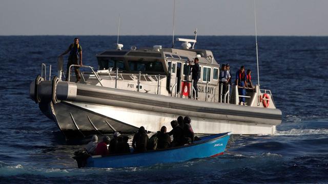 Chìm tàu nhập cư ngoài khơi Tunisi, ít nhất 48 người chết - Ảnh 1.