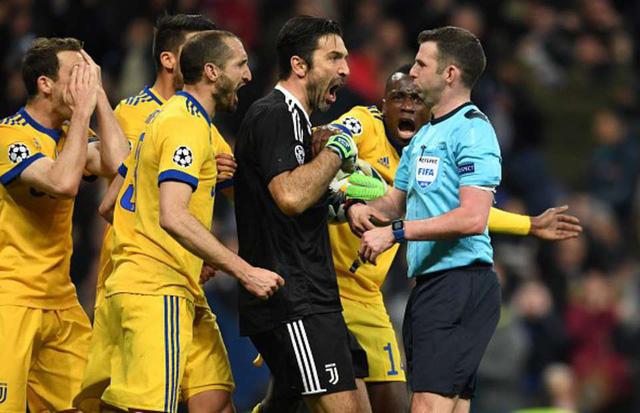 Buffon bị treo giò 3 trận ở Champions League - Ảnh 1.