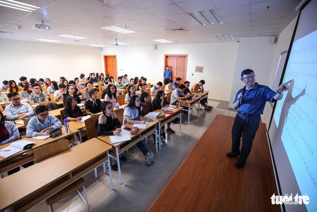 Bộ GD- ĐT tìm cách hạn chế... sinh viên đi học nước ngoài - Ảnh 1.