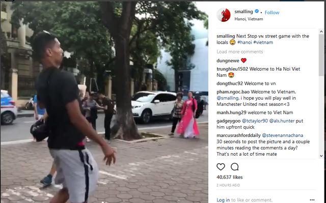 Không được dự World Cup, Chris Smalling đến Việt Nam đá cầu lề đường - Ảnh 2.
