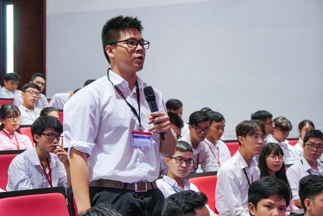 Sách giáo khoa toán của Việt Nam khó hơn nhiều so với ở Séc - Ảnh 1.