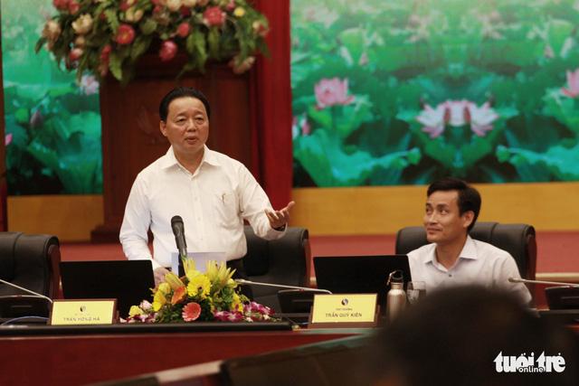 Bộ trưởng Môi trường bức xúc về chuyện cá chết ở Hồ Tây - Ảnh 1.