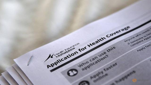 Chính quyền Trump cắt quỹ hỗ trợ người dân mua Obamacare - Ảnh 1.
