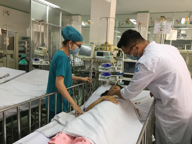 Phẫu thuật thành công một bé gái bị tắc nghẽn tĩnh mạch cửa - Ảnh 1.