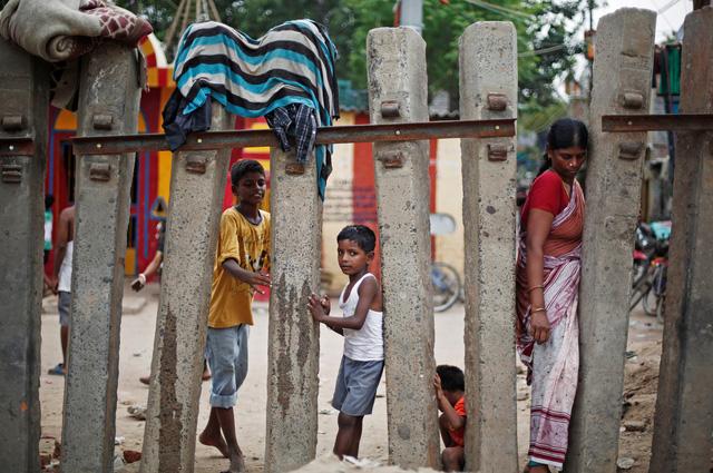 Giá nhà tăng quá cao, cả tỉ người đang sống khu ổ chuột - Ảnh 1.