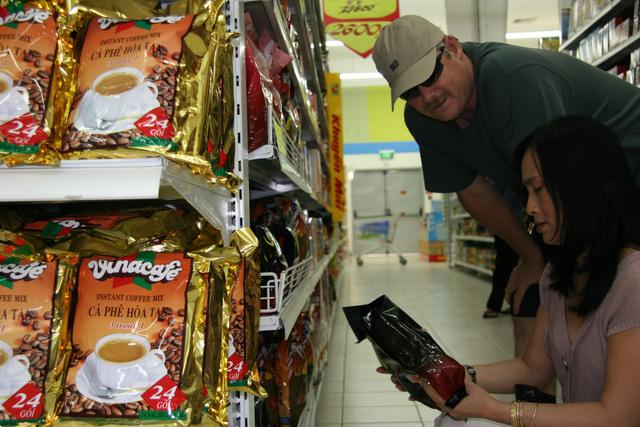 Người Việt giảm mua hàng tiêu dùng nhanh - Ảnh 1.