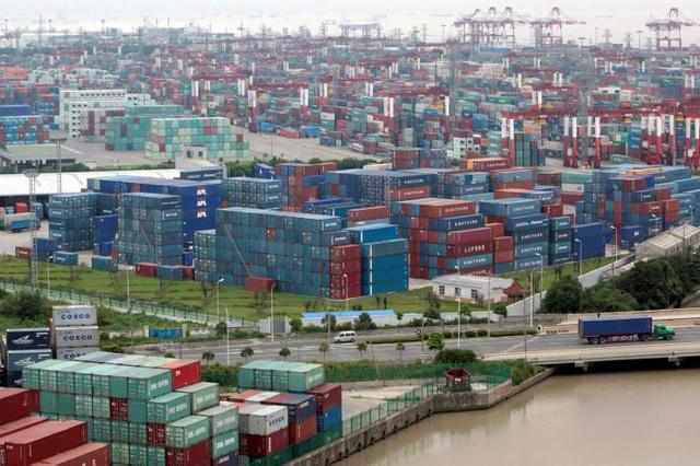 Chiến tranh thương mại đã nổ, hàng Trung Quốc vào Mỹ còn nhiều hơn - Ảnh 1.