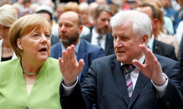 Tấm chăn hẹp của bà Merkel - Ảnh 1.