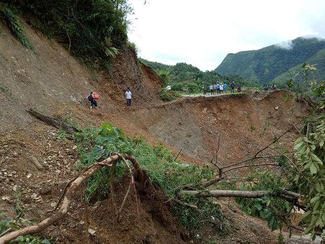 700 hộ dân Mường Tè vẫn bị cô lập sau 1 tuần mưa lũ - Ảnh 1.