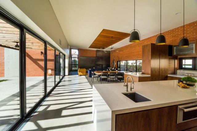 Ngôi nhà bằng vật liệu tái chế vừa đẹp, vừa sang - Ảnh 5.