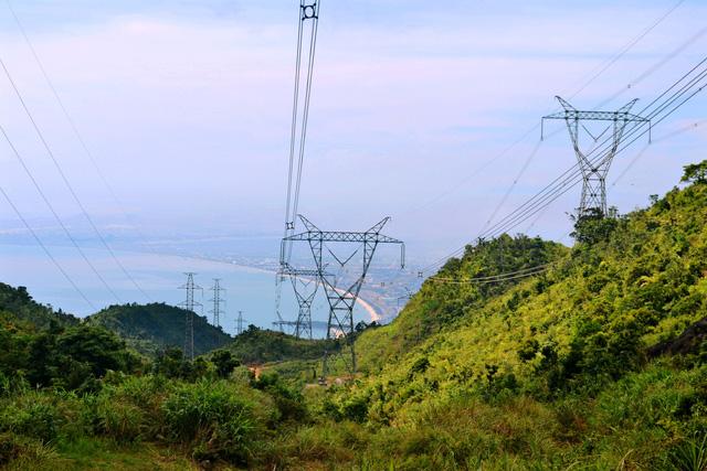 Nắng nóng gay gắt, miền Bắc tiêu thụ điện vượt đỉnh 2017 - Ảnh 1.