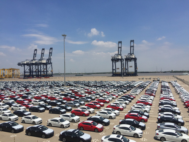 Toyota đã chịu nhập 200 xe hơi về Việt Nam - Ảnh 1.