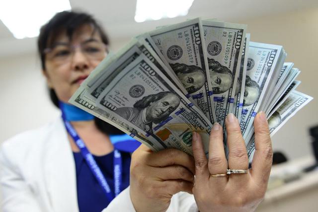 Cuối ngày 14-7, giá bán USD tại thị trường tự do đã lên mức cao nhất từ trước đến nay