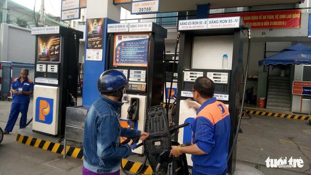 Giá xăng giữ nguyên, dầu hỏa và dầu mazut tăng giá - Ảnh 1.