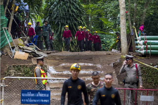 Elon Musk đề xuất cấp tốc chế tàu ngầm giải cứu đội bóng Thái Lan - Ảnh 1.