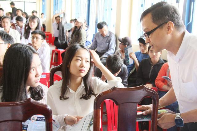 807 thí sinh đầu tiên trúng tuyển ĐH Bách khoa TP.HCM - Ảnh 1.