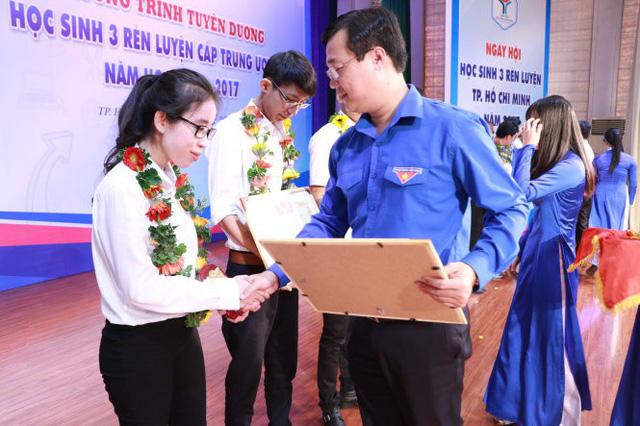 Tuyên dương Học sinh 3 rèn luyện TP.HCM - Ảnh 1.